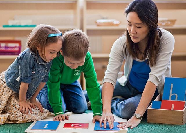 узкий проход английский для детей 5 лет с носителями поехать черное